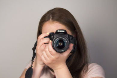 """""""Robiąc zdjęcia czuję się jak ryba w wodzie"""" – wywiad z Natalią Głów."""